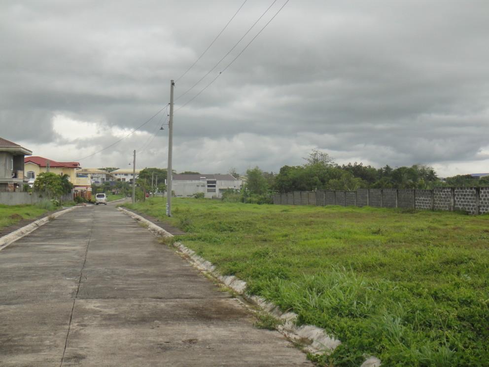 Jardin real residential lot naga city real estate for Casa moderna naga city prices